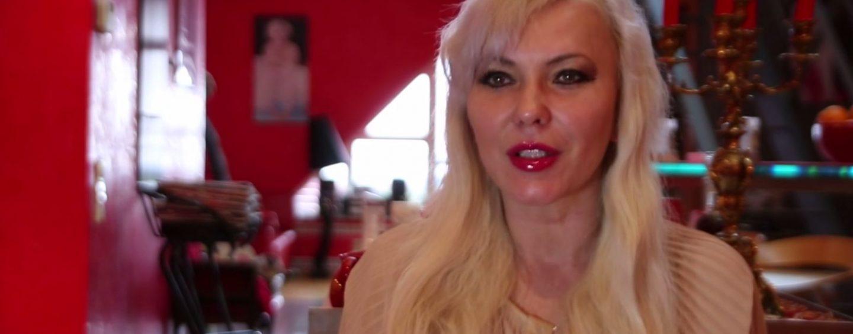 Пусть массажные салоны и дальше шифруются, считает писательница Юлия Шилова