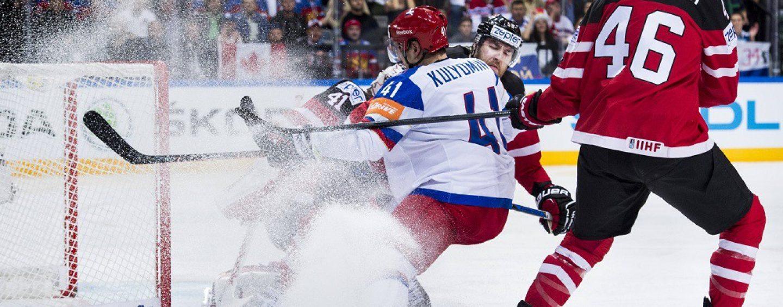 Хоккей в России стал почти национальной идеей, считает поэт Вишневский