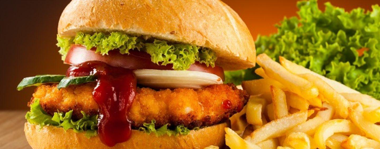 Нужно оставить рекламу замечательной жирной жизни, — Михаил Богдасаров о фаст-фуде