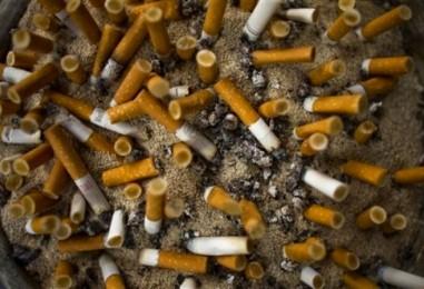 Не аккуратных курильщиков — «вешать на позорные столбы».