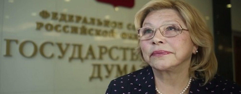Елена Драпеко мечтает отправить переписывающих историю в 42-ой год