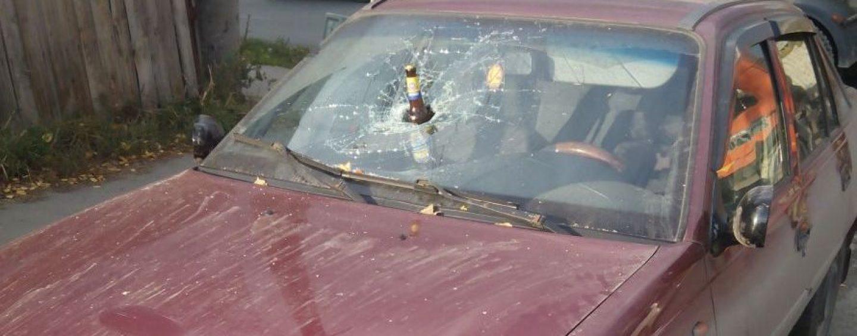 За неправильную парковку — бутылкой по стеклу! Активисты или хулиганы?